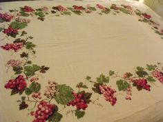 """Vintage Grapes Pinks Green Italian Wine Country Linen Table Cloth 50"""" x 64"""" NICE"""