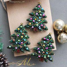 Handmade Beaded Jewelry, Beaded Jewelry Patterns, Brooches Handmade, Fabric Jewelry, Christmas Jewelry, Handmade Christmas, Christmas Ornaments, Merry Christmas, Bead Embroidery Jewelry
