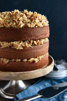 Disney's German Chocolate Cake: this famous throwback recipe, for a soft chocolate cake with coconut pecan frosting, was served at Disney World in the ♛BOUTIQUE CHIC♛ Sweet Recipes, Cake Recipes, Dessert Recipes, Pasta Recipes, Cupcakes, Cupcake Cakes, Köstliche Desserts, Delicious Desserts, German Chocolate Frosting
