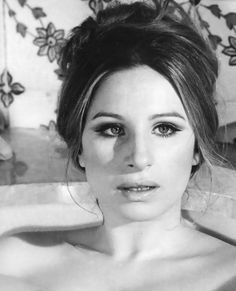 God i love barbra stresiand. such a pretty face, hair and voice.