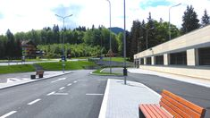 Parcarea din Poiana Brașov îi așteaptă pe toți pasionații de sporturi de iarnă ce vor să evite aglomerația până la baza pârtiei.