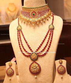 Ruby Pacchi Choker and Three Step Ruby Haram - Indian Jewellery Designs Indian Jewellery Design, Latest Jewellery, Indian Jewelry, Jewelry Design, Coral Jewelry, Ruby Jewelry, Jewelry Model, Jewelry Accessories, 1 Gram Gold Jewellery