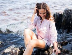 LINEN Ruffle Shirt -pellavapusero, vaaleanpunainen | PURA Finland Ruffle Shirt, Finland, Helmet, Cold Shoulder Dress, Shirts, Dresses, Fashion, Moda, Vestidos