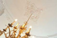 Gebouwd omstreeks 1870 's-Gravenhage - Foto's [funda] Chandelier, Ceiling Lights, Lighting, Home Decor, Cases, Pictures, Candelabra, Decoration Home, Light Fixtures