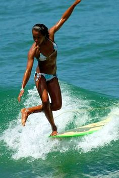 Longboard Surfer Girl On Mpora. Surfing Images, Surfing Pictures, Lake Pictures, Surfing Videos, Surf Mode, Soul Surfer, Surfer Dude, Learn To Surf, Hang Ten