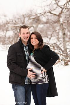 Get inspired by these WInter Baby Bump Photos and step outside for your pics this season! {Baphotoblog}