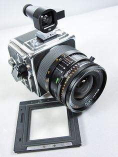 Hasselblad SWC/M SLR : Super Wide Fixed lens camera, Carl Zeiss Biogon lens with legendary T* coatings Antique Cameras, Vintage Cameras, Photography Camera, Photography Tips, Photography Lighting, White Photography, Cheap Film Cameras, Nikon Film Camera, Medium Format Photography