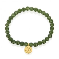 This deep green stretch bracelet will bring you double the sense of harmony and ease. Dark green jade helps you manifest your own potential. A cut-out Om pendan Jade Jewelry, I Love Jewelry, Modern Jewelry, Silver Jewelry, 925 Silver, Jade Bracelet, Beaded Bracelets, Om Pendant, Dreamland Jewelry