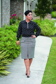 Misses' half zip v-neck knit top in two lengths & slim skirt with pocket & front slit details by Mimi G. | Simplicity Patterns #sewingpatterns #simplicitypatterns #toppatterns #skirtpatterns #mimigstyle #fallsewing #fallfashion #sewing #sewingproject #womensewingpattern Skirt Patterns Sewing, Vogue Patterns, Simplicity Sewing Patterns, Knitting Patterns, Fall Sewing, Types Of Skirts, Kwik Sew, Skirts With Pockets, Top Pattern