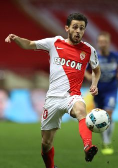 "Monaco's Portuguese midfielder Bernardo Silva controls the ball during the French L1 football match Monaco (ASM) vs Bastia (SCB) on December 3, 2016 at the ""Louis II Stadium"" in Monaco. / AFP / VALERY HACHE"
