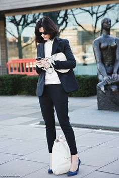 London_Fashion_Week-Street_Style-Fall_Winter_14-Suit-Gucci_Disco_Bag- by collagevintageblog, via Flickr