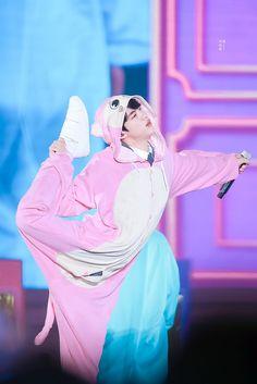 Pink princess Jin wanna be a ballet dancer