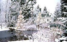 Le parc du Bois-de-Coulonge est situé au 1215, Grande Allée Ouest dans l'arrondissement historique de Sillery à Québec. D'une superficie de près de 24 hectares, il constitue le joyau des parcs gérés par la Commission de la capitale nationale du Québec.