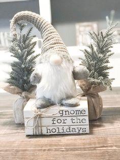 Cute Christmas Decorations, Christmas Themes, Christmas Crafts, Holiday Decor, Luxury Christmas Decor, Winter Decorations, Winter Home Decor, Christmas Centerpieces, Christmas Books