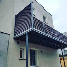 Balkon z balustradą. Wiatrochrony boczne. Malowanie proszkowe RAL7016
