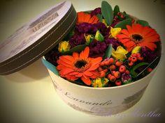 Úgy döntöttem, hogy Erzsébet és Katalin nap alkalmából készítek egy most annyira divatos virágdobozt. Terveimben még nagy részt kerti virág...