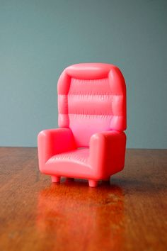 Retro Toy - Pink Puffy Chair