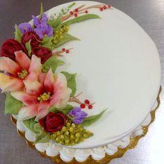 Beautiful icing flowers cake