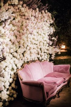 Top 10 Luxury Wedding Venues to Hold a 5 Star Wedding - Love It All Photos Booth, Diy Photo Booth, Photo Booth Backdrop, Flower Wall Backdrop, Wall Backdrops, Wedding Backdrops, Luxury Wedding Venues, Wedding Trends, Wedding Ideas