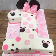 Minnie mouse cake shaped in the number one!