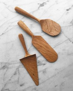 he bottom one is a serrated cake\pie knife server combo. Perfect for pie cake and morning frittata. Middle is our new paddle Spatula. It's literally perfect for any kitchen task and the top is our new rice paddle. Wood Carving Designs, Wood Carving Patterns, Wood Knife, Wood Spoon, Wooden Workshops, Baumgarten, Carved Spoons, Wooden Spatula, Wood Cake
