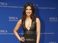 Priyanka Chopra is surely going places not just in India, but internationally as well. After swooning the audiences with her stellar performance in 'Quantico', PeeCee bagged the role of a villain in popular series 'Baywatch'. And when we just beginning to count all her achievements, we were shown this photo worth a million bucks!<div><br></div><div>Priyanka Chopra was invited to a dinner with American President Barack Obama and boy, did she look hot or…