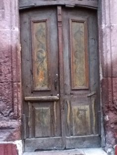 vintage door in san miguel de allende