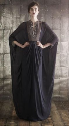Leyla Matar's new collection has brought sheer sleeves to popularity in witches' robes with her new designs, showing the scanda...