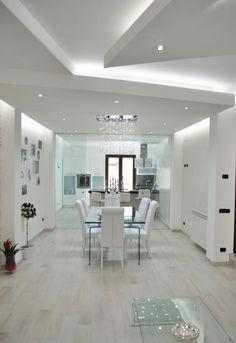 Sfoglia le immagini di Sala da pranzo in stile in stile Moderno di MoLo house. Lasciati ispirare dalle nostre immagini per trovare l'idea perfetta per la tua casa.