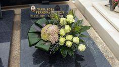 Tropical Flower Arrangements, Tropical Flowers, All Souls, Funeral Flowers, Ikebana, Flower Crown, Flower Designs, Floral Design, Bouquet