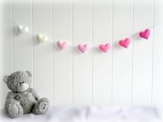 18 Ideas Of Valentine's Day Decorations | http://www.designrulz.com/design/2014/02/ideas-of-valentines-day-decorations/