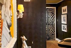 Puertas tapizadas o forradas · Upholstered doors Decoracion Vintage Chic, Exterior Doors, Portfolio Design, Candle Sconces, Wall Lights, Design Inspiration, Indoor, House Design, Diy