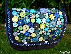 Le sac besace aux boutons de couture de Trif