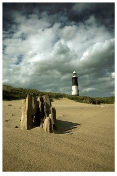 Spurn Point Lighthouse by didjerama
