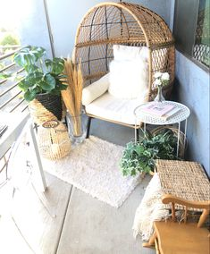Hammock Balcony, Balcony Chairs, Outdoor Chairs, Outdoor Spaces, Patio Decorating Ideas On A Budget, Deck Decorating, Patio Ideas, Patio Hammock Ideas, Diy On A Budget