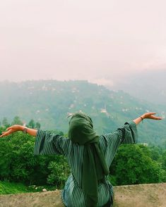 Image may contain: one or more people, people standing, sky, mountain, outdoor and nature standing Modern Hijab Fashion, Hijab Fashion Inspiration, Islamic Fashion, Stylish Hijab, Hijab Chic, Hijabi Girl, Girl Hijab, Hijab Dp, Girl Photo Poses