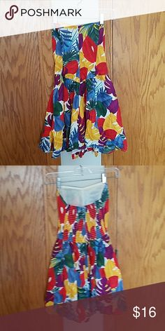 Strapless sun dress Bright, fun sun dress from American Eagle. Invisible side zipper. Never been worn! American Eagle Outfitters Dresses Strapless