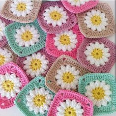A stunning pack of 30 granny Squares In Pastel Colours. Crochet Daisy, Crochet Quilt, Crochet Blocks, Baby Blanket Crochet, Crochet Motif, Easy Crochet, Crochet Flowers, Crotchet Patterns, Granny Square Crochet Pattern