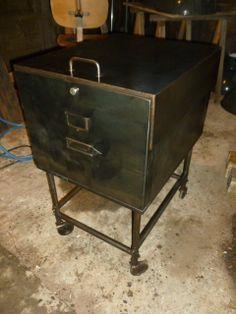 D tails sur armoire en fer de style meuble de m tier industriel commode vesti - Roulette meuble industriel ...