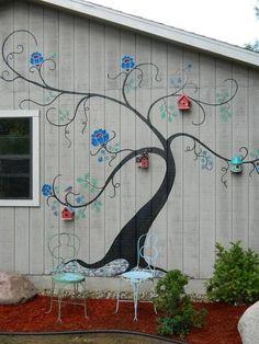 Idea for the not so awesome neighbors fence. Bahçe http://turkrazzi.com/ppost/810155420437541671/ #birdhouseideas