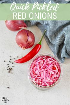 These quick pickled red onions are the best way to add a punch of flavour to bur. - These quick pickled red onions are the best way to add a punch of flavour to burgers, tacos, salads - Vegetarian Mexican Recipes, Veggie Recipes Healthy, Healthy Appetizers, Delicious Vegan Recipes, Tasty, Low Sugar Recipes, No Sugar Foods, Easy Recipes, Easy Meals