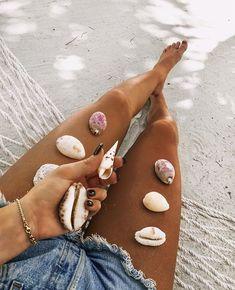 Life on the beach is great! ¡La vida en la playa es sensacional!