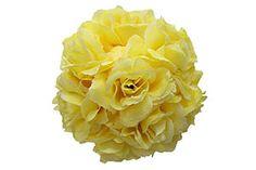 Mischhaut mit selbst gemachter Gesichtsmaske aus Rosen verwöhnen. Ölige und trockene Hautstellen werden gleichermaßen gepflegt.