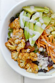 BBQ Cauliflower Salad by forkandbeans #Salad #Cauliflower #Avocado #Black_Beans #Corn #Onion #Carrots #Lettuce #Healthy