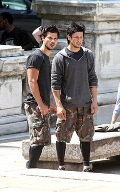 Taylor and his stunt double on set of Tracers