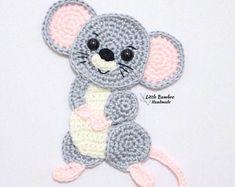 Crochet Applique Patterns Free, Crochet Motifs, Crochet Appliques, Felt Patterns, Dress Patterns, Crochet Mouse, Crochet Baby, Crochet Hook Sizes, Crochet Hooks
