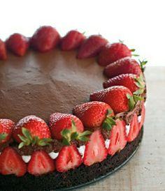 Gâteaux anniversaire fille gateau anniversaire fille idée déco gâteau avec chocolat et framboises