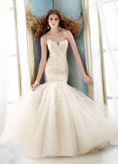 Fantastic no sleeves princess dress by Jim Hjelm.