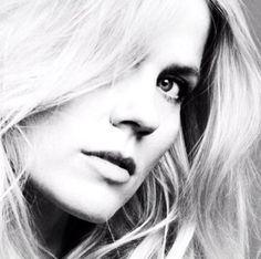 Dutch country and pop singer, Ilse DeLange