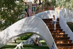 The structure is an unreinforced arched bridge that uses compression and gravity to hold its form. Printed Concrete, Concrete Blocks, Masonry Construction, Bridge Design, Concrete Structure, Zaha Hadid Architects, Venice Biennale, Reinforced Concrete, Landscape Design